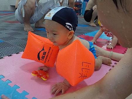 翔翔遊泳課