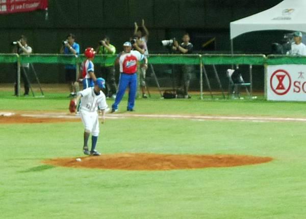 將球放在投手丘-02.JPG