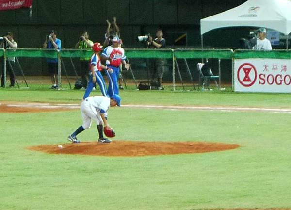 將球放在投手丘-03.JPG