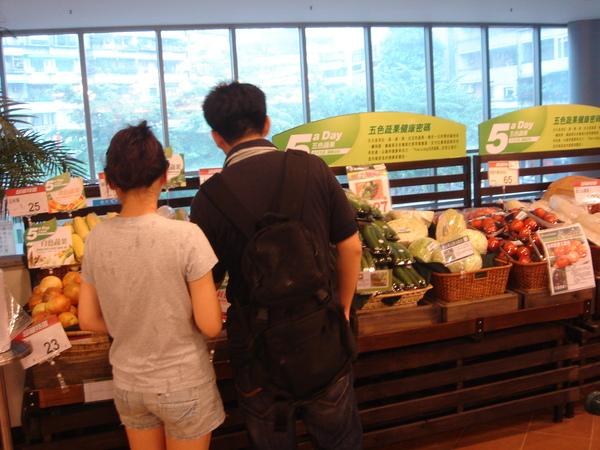 超市採購中