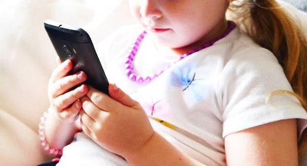 when-to-buy-child-a-cell-phone_001-624x339