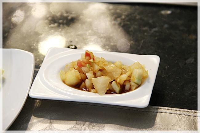 1059841578-IMG_1134洋蔥+3種水果及甜醬油