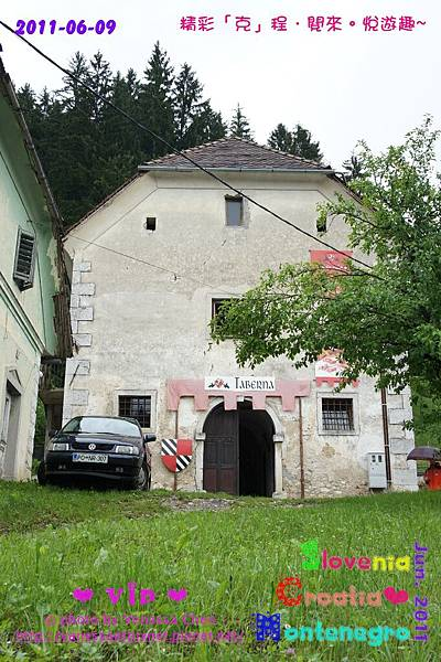 Predjama Castle 03
