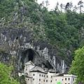 Predjama Castle 04