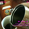 或是,注入熱水 @ Starbucks VIA™ Ready Brew Colombia Coffee