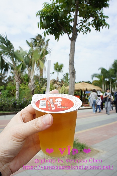 好貴的蘋果汁(35元),吸三口就沒了@風味館二樓