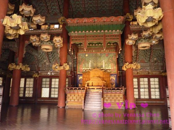 仁政殿的龍椅:是朝鮮皇帝接受文武官員面聖,接見外國使臣的地方。