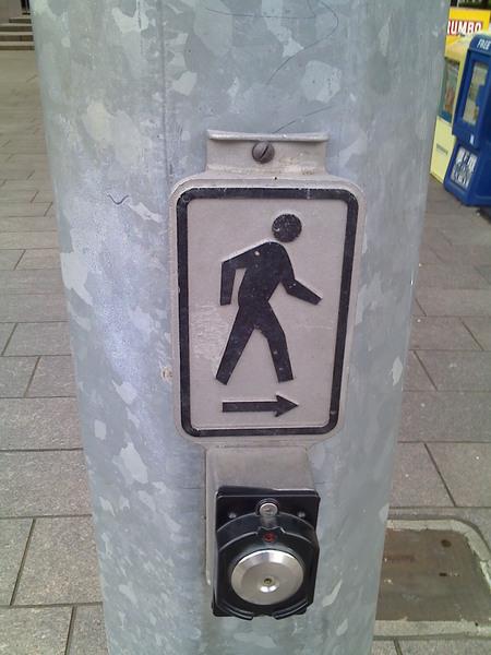 想要過馬路…變綠燈就按這個啦!
