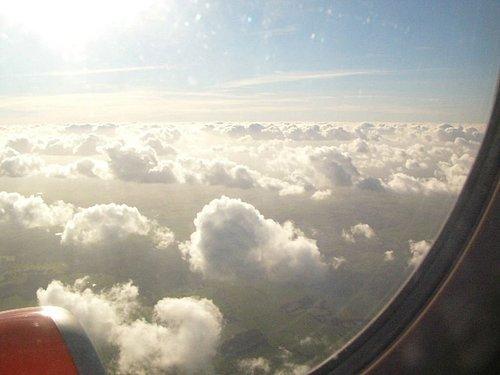 雲在空中好像棉花糖喔