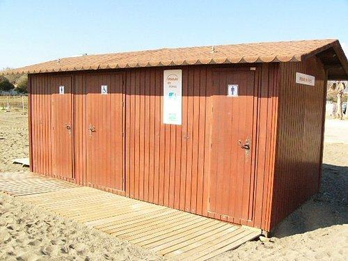海灘中換衣服的小木屋