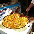 超大鍋的海鮮飯 & 超大的肚肚廚