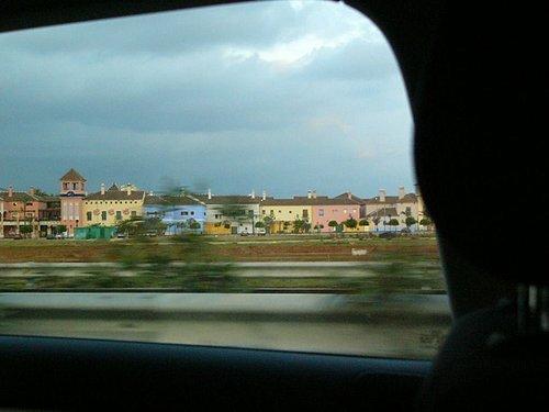 每間房子顏色都不同耶