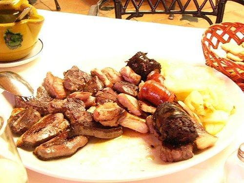 就是這盤,全都是肉吃到快吐了~這盤快30歐元了...痛