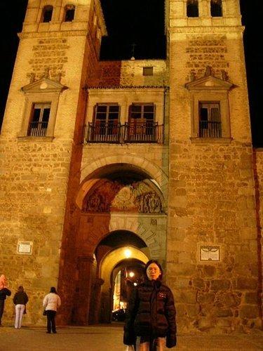 Toledo大門進去的....城門