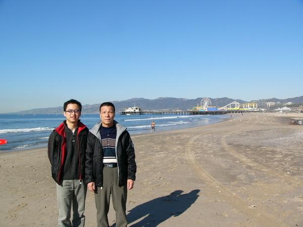 海邊的浪很大