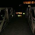 數學橋(傳說是牛頓發明的,整個橋不用一根釘子就架起來的)