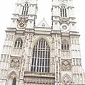 教堂的大門口 (這是哥德式建築吧)