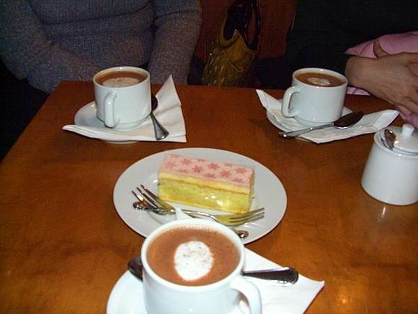 hot chocolate and cake