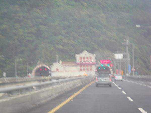 雪山隧道入口
