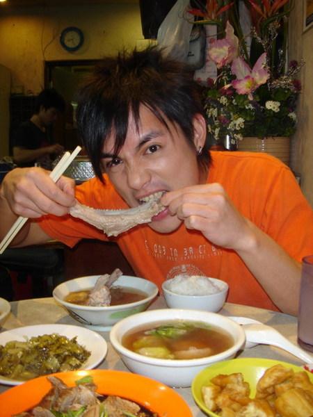 啊...好吃的新加坡肉骨茶