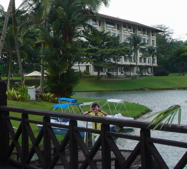 飯店裡有湖呢...