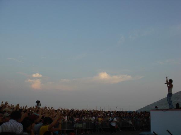 遲早要跟龍捲風辦一場萬人演唱會
