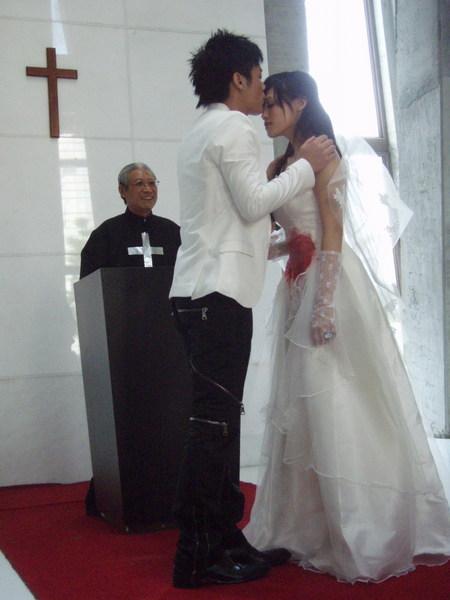 另一結局是兩人在天堂完成婚禮.jpg