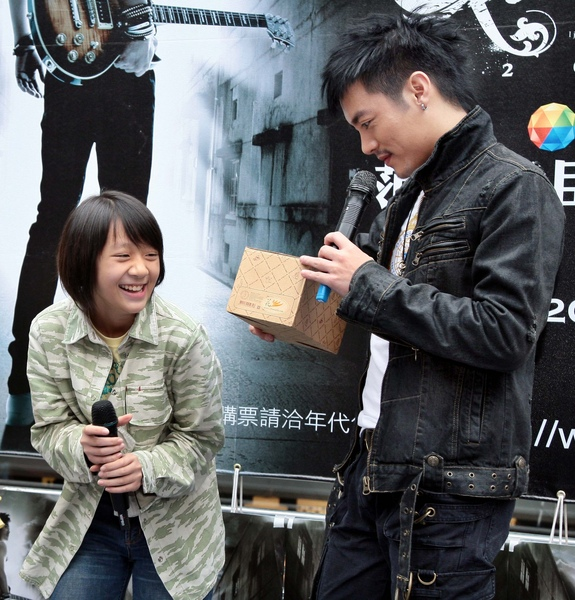 大大(楊蕎安)送自己錄製清唱的音樂盒.jpg