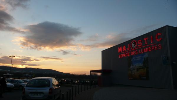 夕陽下的影展會場