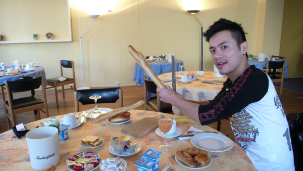 在法國  就要很優雅的吃早餐~~