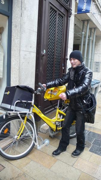阿嘉應該換一台這個~~法國郵差車
