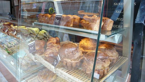 巨~~~麵包