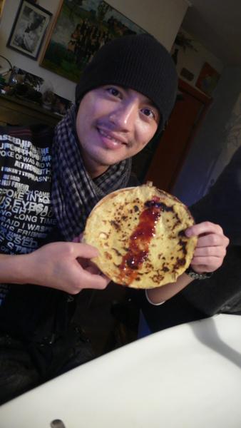 蔥油餅抹果醬~~~不