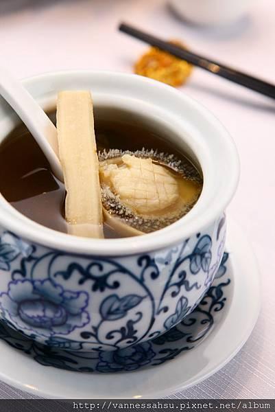 鮮人蔘鮑魚燉竹絲雞湯