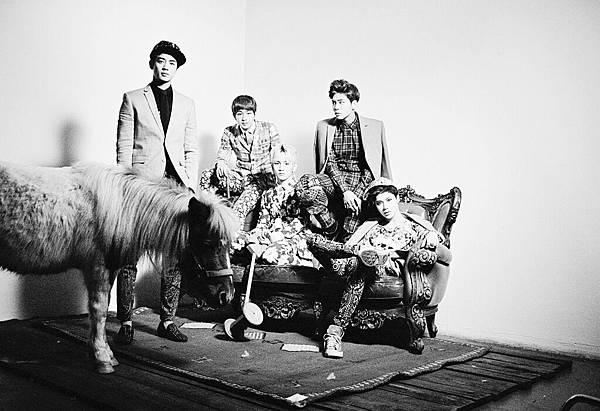130212 3rd album Dream Girl-group2
