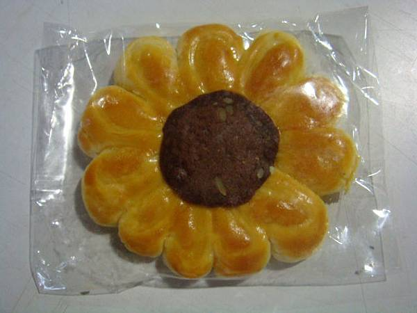 曼茵還帶了花型太陽餅。