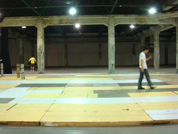在華山藝文廣場大排練室排。