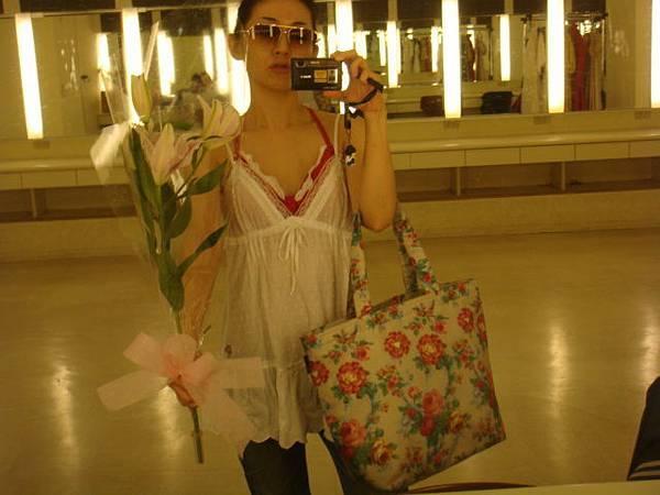 花花的購物袋非常好裝又美。