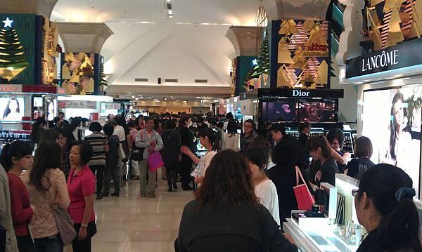 漢神百貨1F化妝品區