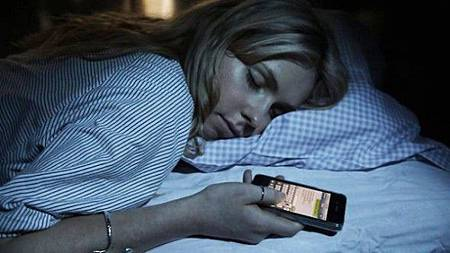 [網路轉載]熄燈後千萬不要再看手機,否則後悔莫及啊