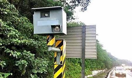 開車永遠不被測速相機拍照的方法!再不看就被刪除了!