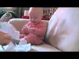 可愛BB 一撕紙就笑
