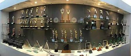 VEMMA維瑪全球總部陳列著157座贏得的各個獎項,並且持續增加中...