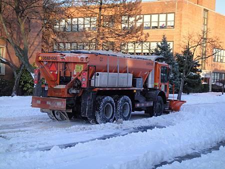下雪時,為什麼要灑鹽巴?