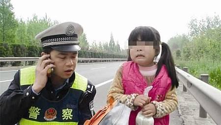 新手媽媽教育學院~緊急救命!5歲女童被拐後機智脫險,只因為跟路過警察說了「一句話」...你一定要教孩子這樣做...