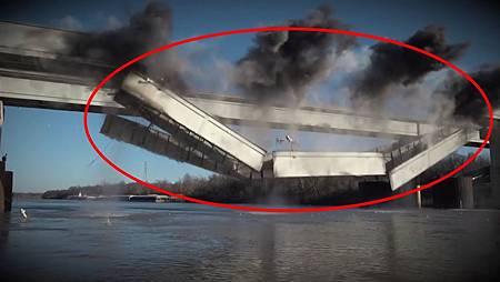 越南3000億大橋一夜倒塌,百萬民眾竟逼迫中國索賠,網友:做夢.jpg