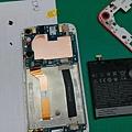 HTC 830 換電池 教學-4.jpg