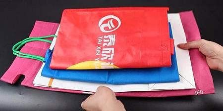 ♥ [影片分享] 購物袋太多很難收納,家政阿姨教你一招,既省空間又整潔.jpg