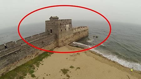 中國萬里長城盡頭竟然在大海中,老外看後直呼:中國古人太聰明了.jpg