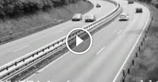 德國高速公路,UFO劫持大卡車,監控拍下全部過程.jpg
